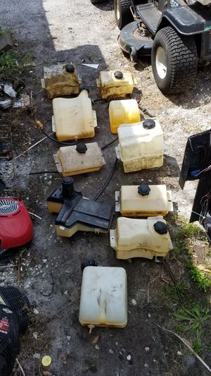((Gas tank))riding lawn mower for Sale in Lakeland, FL