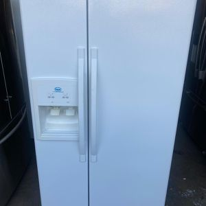 "33"" whirlpool Roper Fridge Refrigerator Nevera Refrigerador White Good Condition Delivery Available Warranty 100 Days for Sale in Miami, FL"