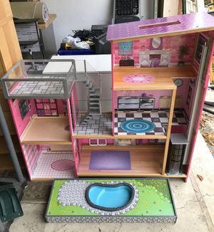 Dollhouse $300 retail! for Sale in Northbrook, IL