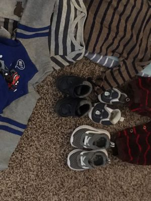 Monkey themed diaper bag, full of baby boy clothes, socks, and shoes from 3-9 months. for Sale in Bend, OR