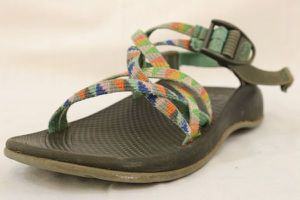 Girls Chaco Multicolor Sandals No Toe Loop Sz 4 for Sale in Chattanooga, TN