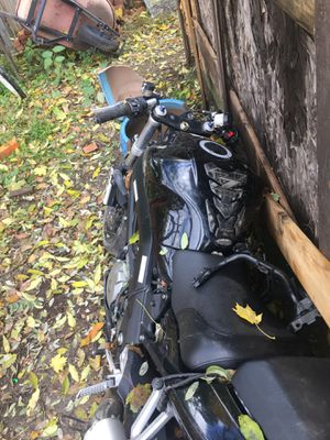 Suzuki motorcycle for sale no title you can use to rebuild for Sale in Pittsburgh, PA