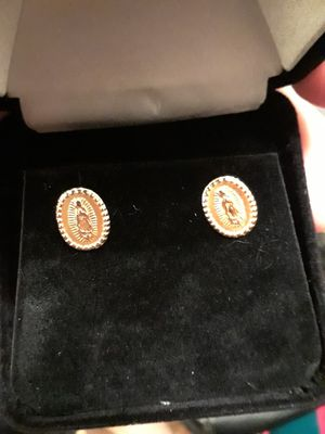 Gold earrings (Women's) for Sale in Silver Spring, MD