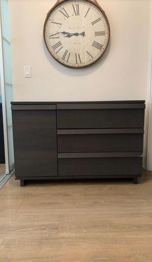 Brown Dresser for Sale in Phoenix, AZ