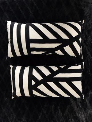 2 lumbar throw pillows for Sale in Denver, CO