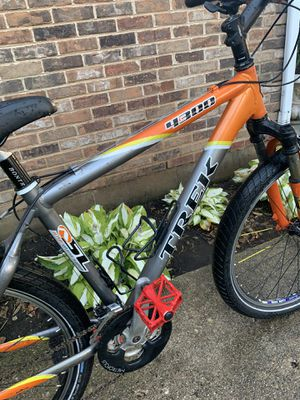 TREK 4300 Alpha Super Light Aluminiun Mountain bike with many premium upgrades for Sale in Palatine, IL
