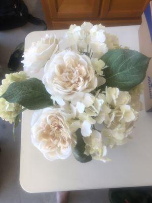 Silk flower arrangement with vase for Sale in San Antonio, TX