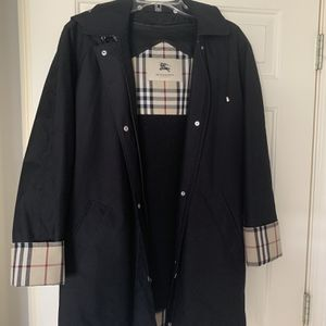 Women's Burberry Coat For Sale! Size L. for Sale in Mill Creek, WA