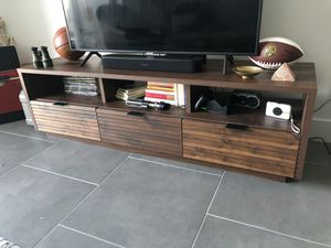 """Grand Walnut Posner TV Stand for TVs up to 70"""" for Sale in Miami, FL"""