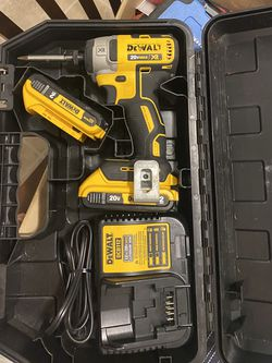 Drill 20v Max XR two Batteries And Charger for Sale in Pasadena,  TX