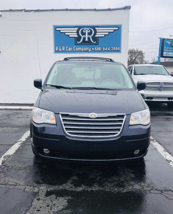 •2010 Chrysler Town And Country Touring Minivan TVLEATHER