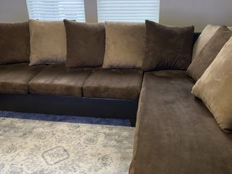 Brown L-Shaped Couch for Sale in Austin,  TX