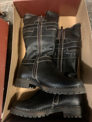 Overland Women's winter boots dark brown snow boot Size 7.5 like uggs fur leather for Sale in Santa Ana, CA