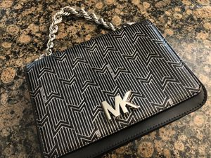 MICHAEL MICHAEL KORS MOTT METALLIC DECO CHAIN SWING BAG**LIKE NEW**MINT CONDITION for Sale in Rocky River, OH