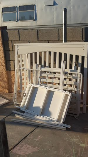 White crib with changing table for Sale in Palmdale, CA