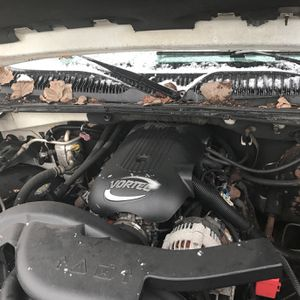 Vortex 5.3 Chevy Motor And Trans Out Of 02 Chey for Sale in Cleveland, OH