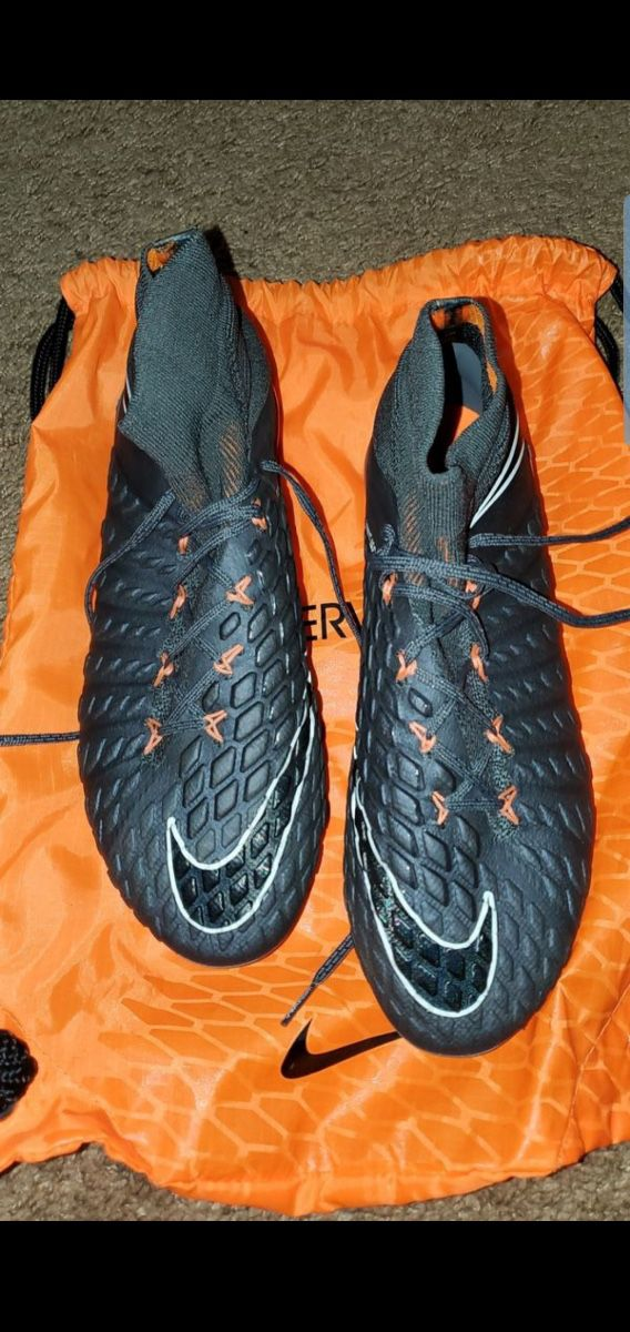 Soccer Cleats only worn once size 9