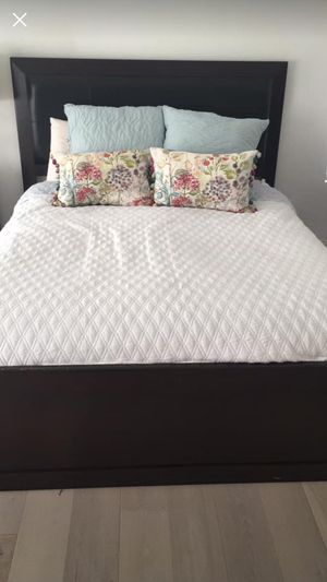Modern Queen Bed with headboard and matching Dresser for Sale in Carlsbad, CA