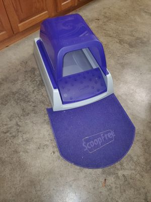 Scoop free automatic cat litter box for Sale in Snohomish, WA