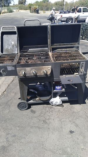 Bbq grill for Sale in Fowler, CA