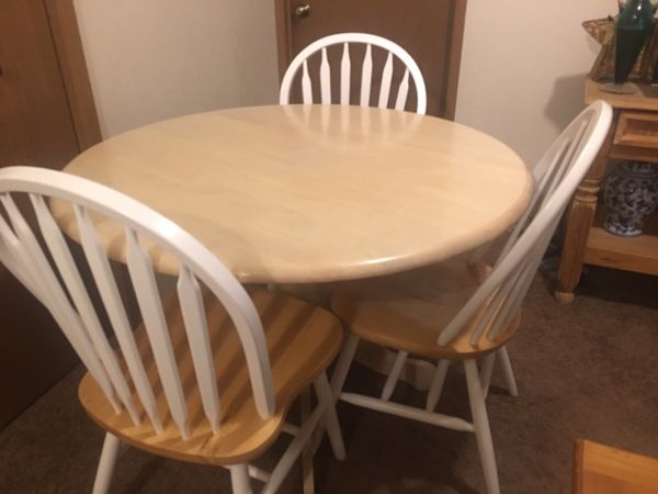 Dining room table, 3 chairs