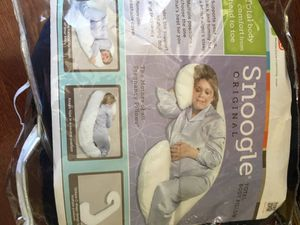 Snoogle Original Total Body Pillow by Leachco for Sale in Staten Island, NY