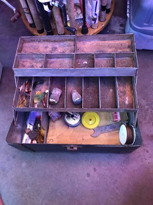 Vintage OUTING ELKHART Fishing Tackle Box ( Metal) for Sale in Glendale Heights, IL