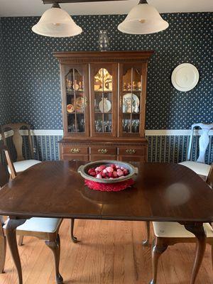 Queen Anne Dining Set for Sale in Lake Ridge, VA