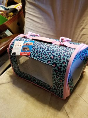 NEW SMALL PET CARRIER for Sale in Ijamsville, MD