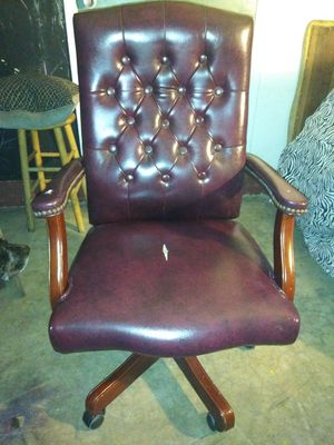 Leather office chair for Sale in Port St. Lucie, FL