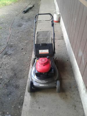 Honda self propelled lawn mower for Sale in Tacoma, WA
