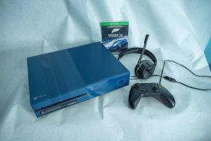 XBOX ONE 1TB CONSOLE - FORZA MOTORSPORT 6 LIMITED EDITION for Sale in Wichita, KS