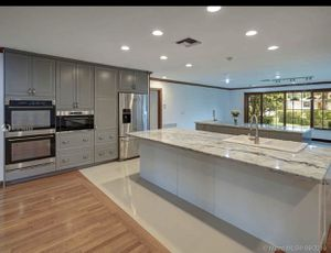 Kitchen islands with cabinets, dishwasher, sinks and stovetop. Like new! $1500 for Sale in Fort Lauderdale, FL