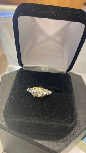 Women's platinum wedding ring for Sale in Cape Coral, FL
