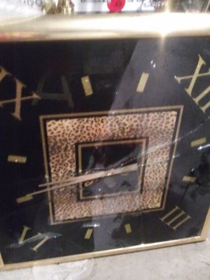 HUGE BEAUTIFUL WALL CLOCK. JUST NEEDS FRAME REPLACED. GLASS BROKE. for Sale in Blacklick, OH