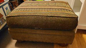 Ashley Furniture ottoman for Sale in Bakersfield, CA