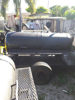 BBQ Grill on Trailer for Sale in Lake Worth, FL