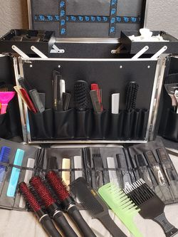 Various Combs, Brushes And Clips for Sale in Las Vegas,  NV