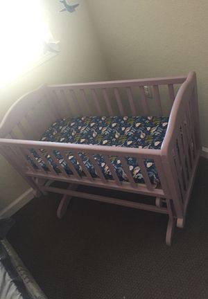 Baby cradle crib with custom etsey bird crib sheet for Sale in Chico, CA
