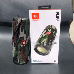 Jbl Flip 5 Bluetooth Speaker / Camouflage for Sale in Bell Gardens,  CA