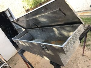 Small tool box for whit keys for Sale in Bakersfield, CA