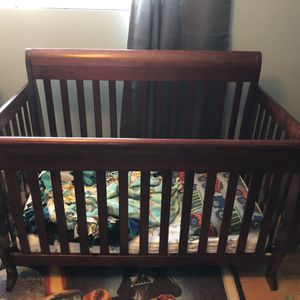 FREE crib With Toddler Conversion Railing for Sale in Kenmore, WA