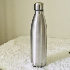 Stainless steel water bottle 36oz/1 liter pre-owned for Sale in Gurnee, IL