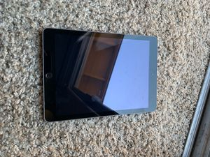 iPad 5th gen LOOKING TO SELL ASAP! Shoot me your offer! for Sale in Las Vegas, NV