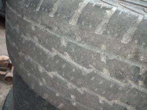 I'm selling cop styles rims vento estos rines original de Chevy truck tengo la tapas de los rines for Sale in Austin, TX