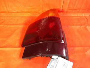 OEM 2006 06 GENERAL MOTORS GMC ENVOY DRIVER LEFT TAIL LIGHT LAMP 15070903 for Sale in Miami Gardens, FL