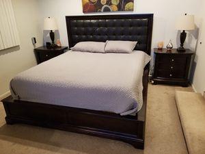 California King bedroom set for Sale in Huntington Beach, CA