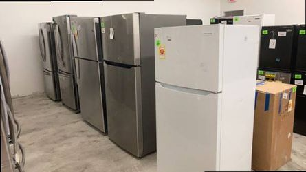Refrigerators 13.9 cu.-17.5cu. Frigidaire/GE/LG/Samsung L0D for Sale in Temecula,  CA
