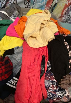 Trash bag full of clothes for Sale in Apache Junction, AZ