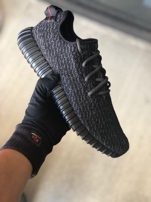 Yeezy 350 Pirate Black for Sale in Houston, TX